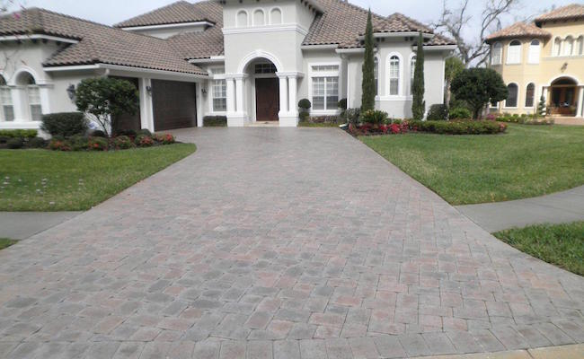 Pavers-Showing-Moisture-Before-Sealing